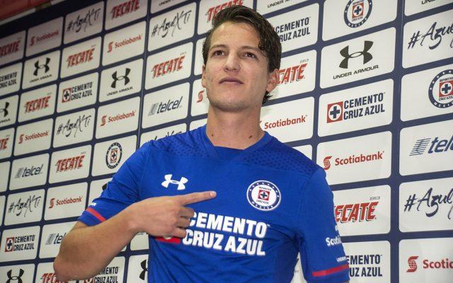 El delantero Carlos Fierro, uno de los refuerzos de Cruz Azul para el Clausura 2018, asegura que se tatuará la camiseta azul en la piel