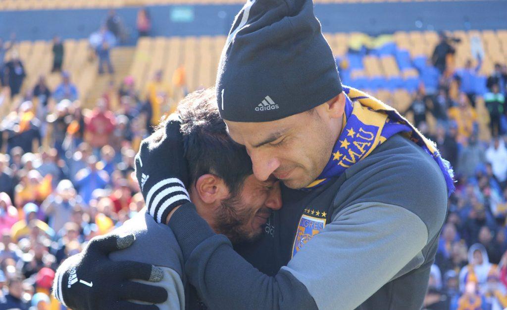 El delantero argentino Damián Álvarez no pudo aguantar la emoción por los 36 mil aficionados que coreaban su nombre en el último entrenamiento de Tigres previo la final