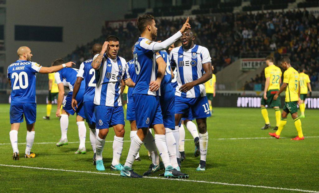 El defensa Diego Reyes marcó su segundo gol con el Porto en la victoria de los Dragones 3-2 sobre Paços de Ferreira en la Copa