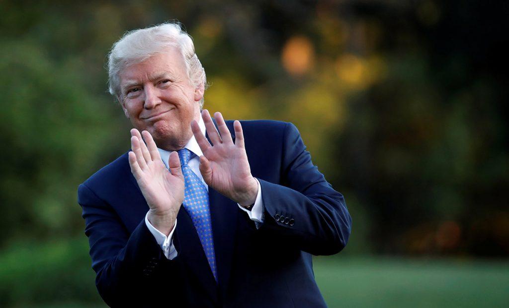 """Ante las bajas temperaturas que afronta Estados Unidos, su presidente Donald Trump señala que le """"iría bien"""" a su paños un poco de calentamiento global"""