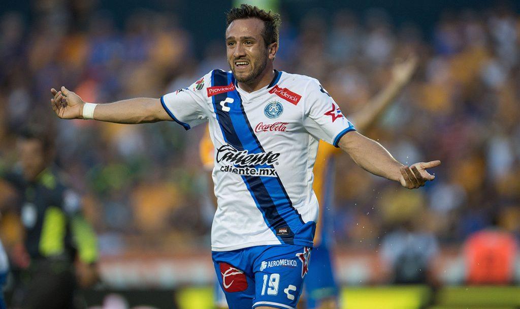 El nombre del delantero mexicano Jeronimo Amione apareció en la página oficial del Club América como parte del plantel para el Clausura 2018