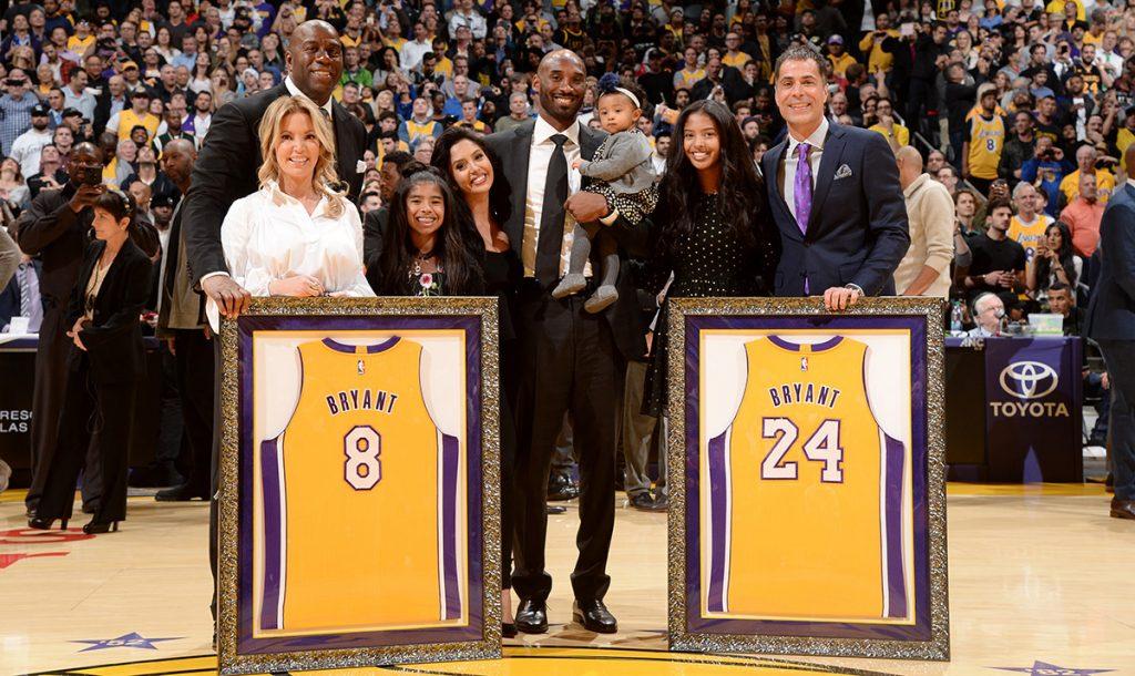 Los Lakers de Los Angeles retiraron los números 8 y 24 que usara el ya legendario Kobe Bryant durante su carrera