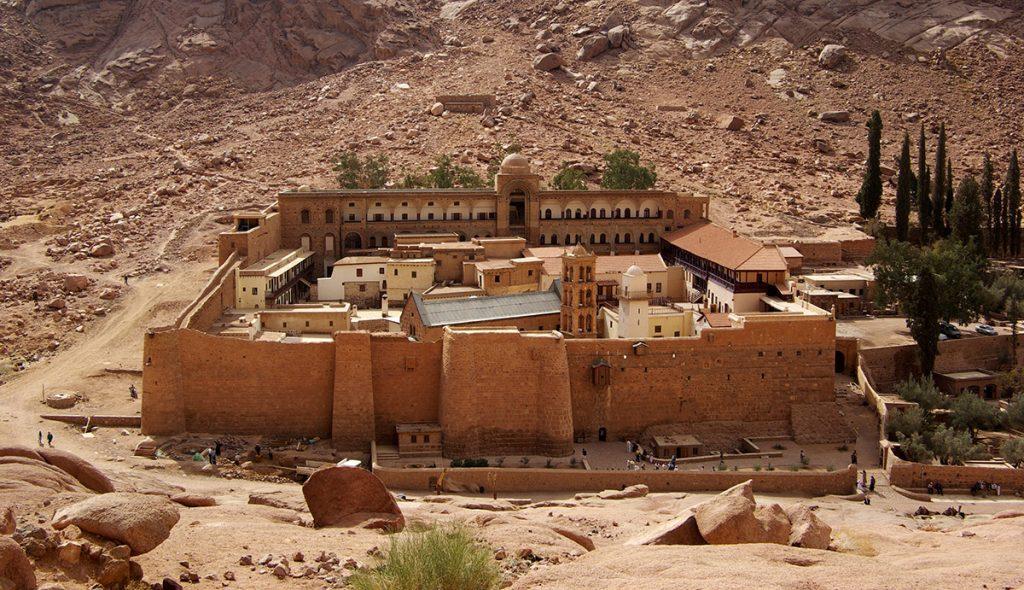 Tras tres años de restauraciones, la biblioteca, que contiene miles de manuscritos religiosos, fue reabierta en el célebre Monasterio de Santa Catalina