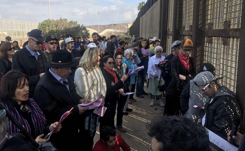 La vigésimo cuarta edición de la posada Sin Fronteras entre Tijuana y San Diego se llevó a cabo sin que las familias divididas pudieran reunirse