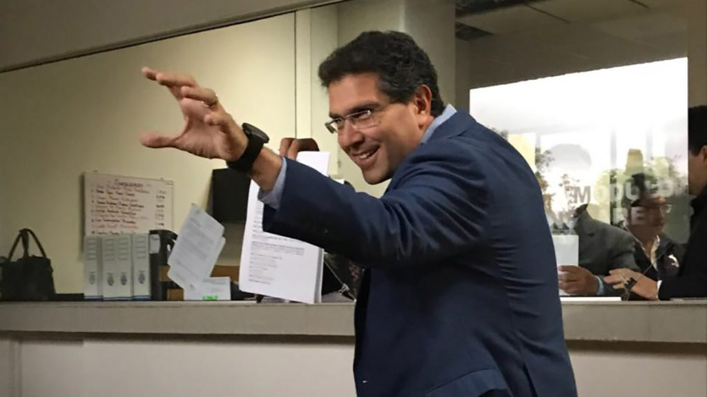 El aspirante a candidato independiente a la Presidencia de México, Armando Ríos Piter, anunció a través de Twitter que llegó a medio millón de firmas recabadas