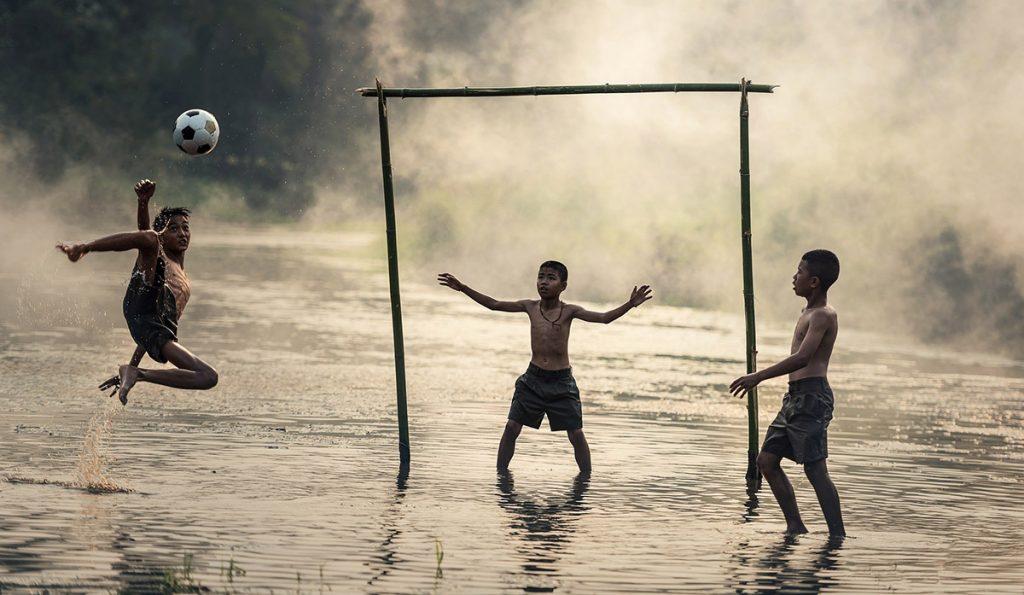 El futbol, el deporte más popular del mundo, es conocido en algunos países como soccer, aquí te explicamos el origen del término