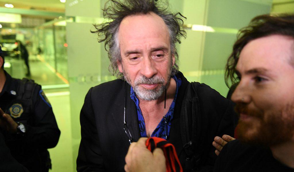 Proveniente de Estados Unidos, el cineasta Tim Burton llegó a la Ciudad de México alrededor de las 8 de la noche