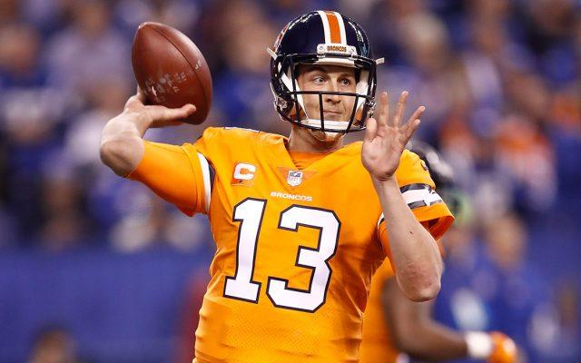 El quarterback de los Broncos de Denver, Trevor Siemian, sufrió una dislocación parcial en el hombro izquierdo y quedó fuera lo que resta de la temporada