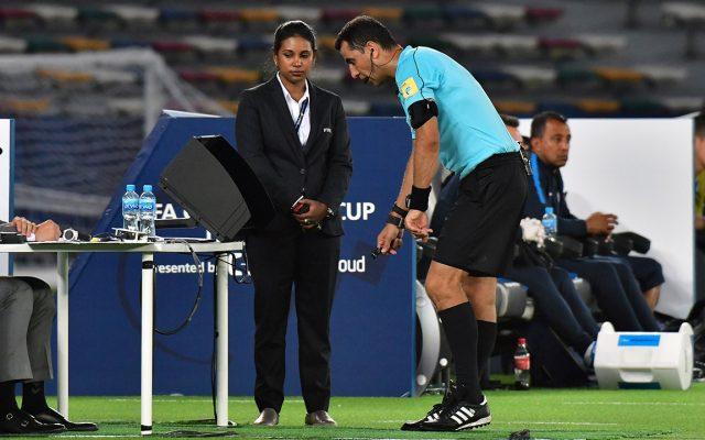 Noel Le Graet, presidente de la Federación Francesa, anunció que La Liga 1 aprobó la incorporación del VAR para la próxima temporada