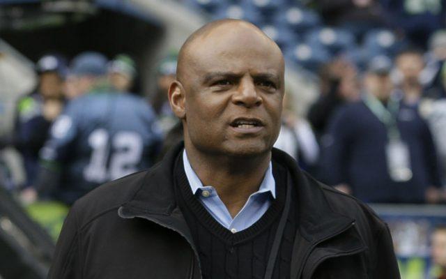 El ex quarterback miembro del Salón de la Fama de la NFL fue demandado por acoso sexual por una asistente de su compañía de mercadeo deportivo