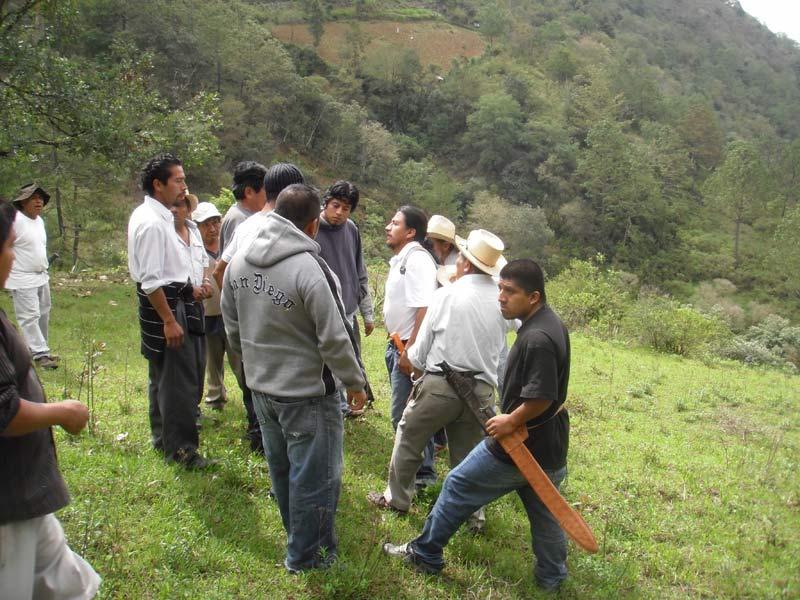 Continúa tensión en municipios de Oaxaca; emboscada dejó 2 muertos