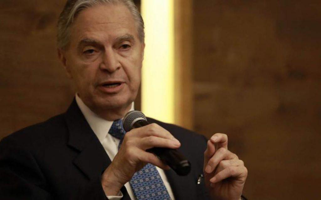 Luis Ernesto Derbez se baja de la contienda en el PAN