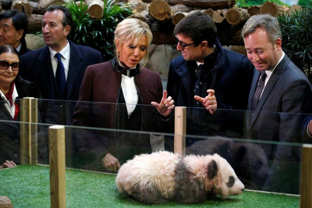Brigitte Macron y Rodolphe Delord, director del Zoológico de Beauval /AP