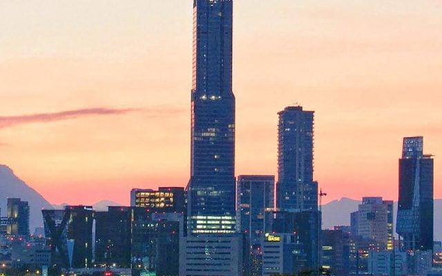 La Torre KOI de Monterrey es la más alta de Latinoamérica. FOTO: Twitter @EDUX77