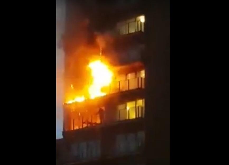 Se registra incendio en departamentos de Manchester