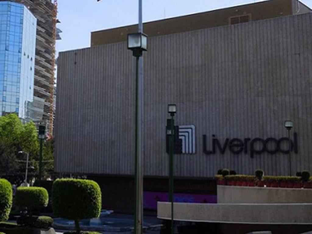 Mujer quería estrenar ropa de Liverpool sin pagarla; queda detenida