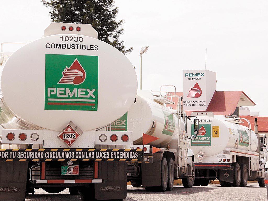 Destituyen a 8 funcionarios de Pemex e investigan a otros 12