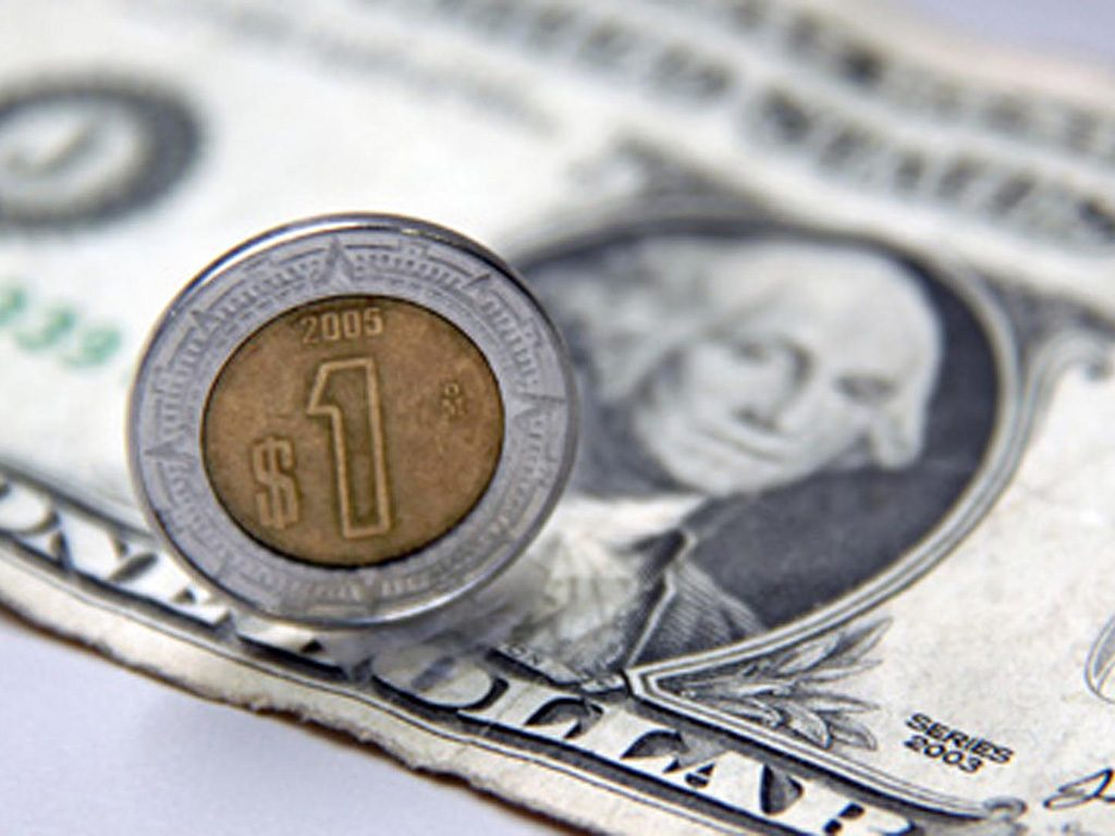 El peso toma ligero respiro ante el dólar