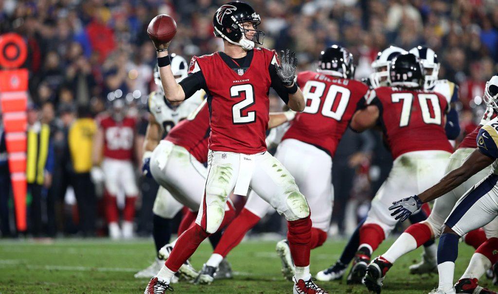 Matt Ryan terminó con 218 yardas por aire y llevó al triunfo a los Halcones de Atlanta 26-13 sobre los Rams de Los Angeles, en partido de comodines