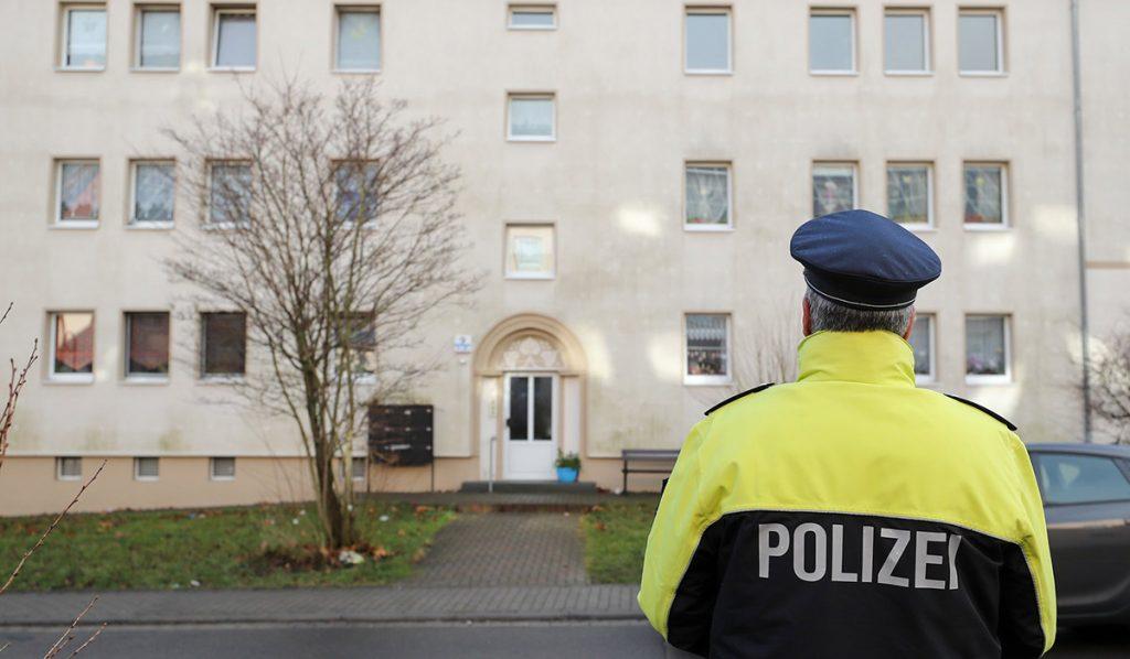 La policía de Benndorf, al este de Alemania, encontró los cuerpos de dos bebés dentro de un congelador en una vivienda