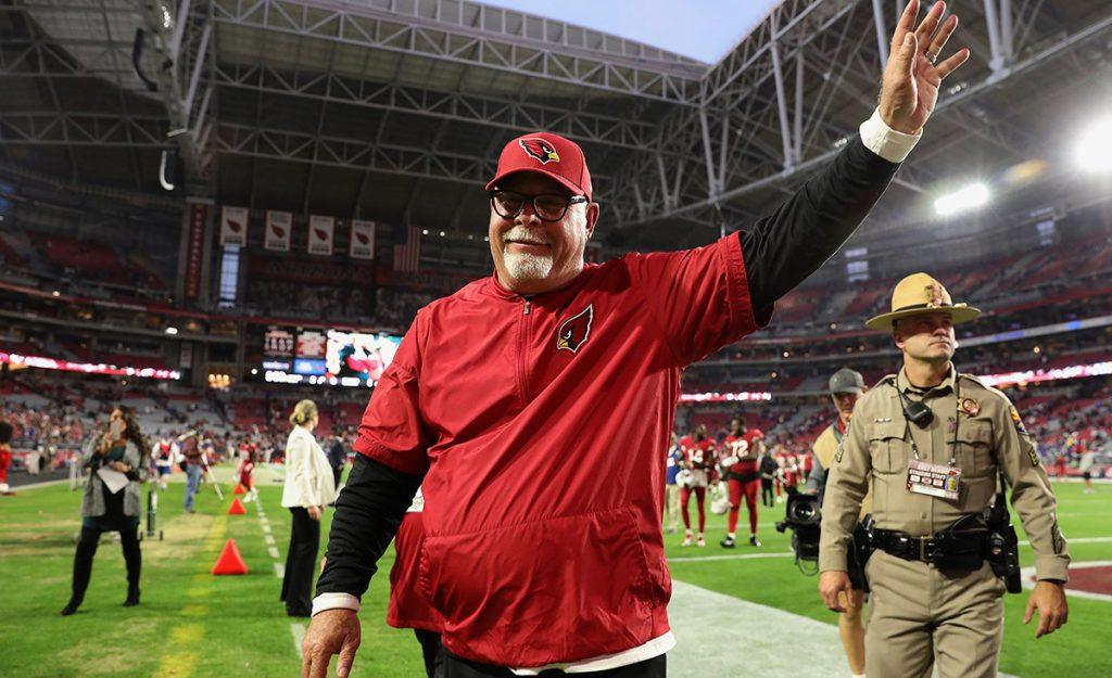 El experimentado entrenador en jefe Bruce Arians anunció su retiro tras cinco temporadas al frente de los Cardenales de Arizona