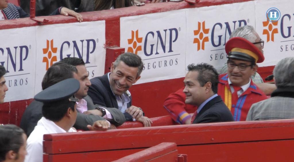 Caixinha asiste a la Plaza México