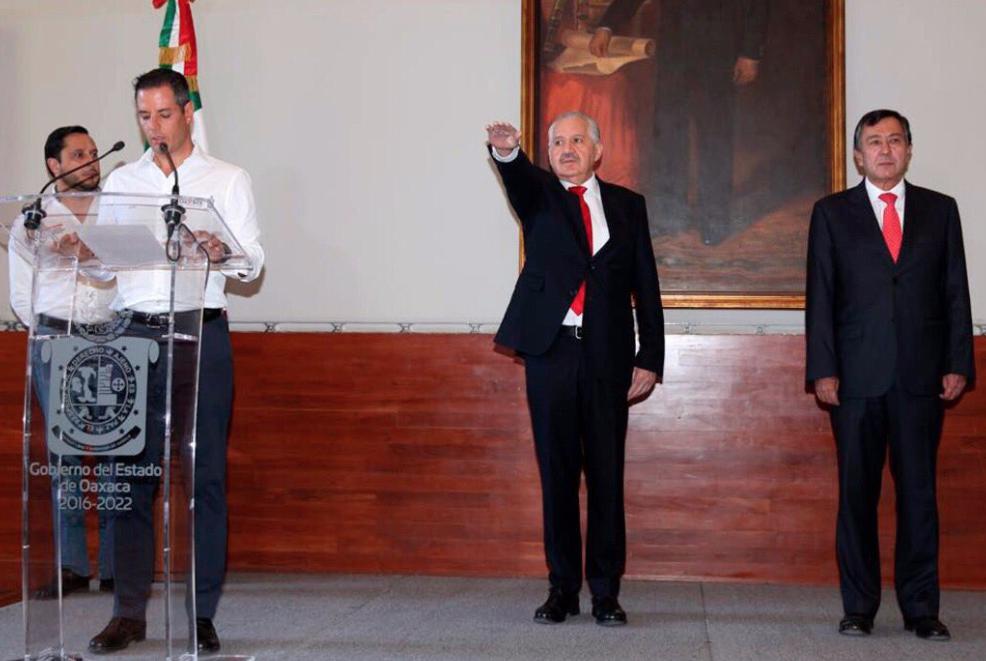 Alejandro Murat tomó protesta al nuevo titular de salud de Oaxaca