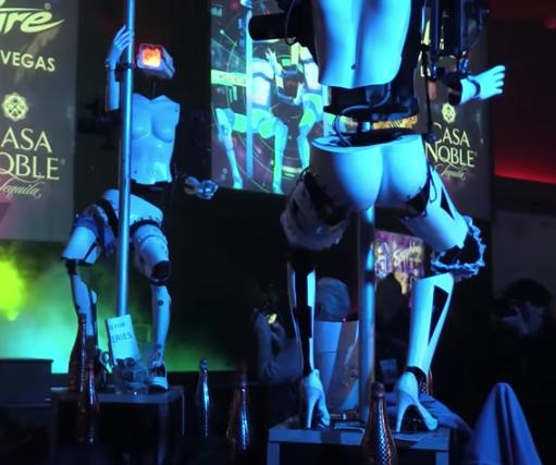 Club nudista de las Vegas agasaja a los 'geeks' con robots strippers
