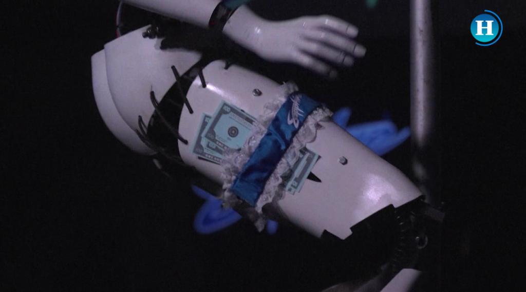 Bailarinas robots bailan pole dance en Las Vegas