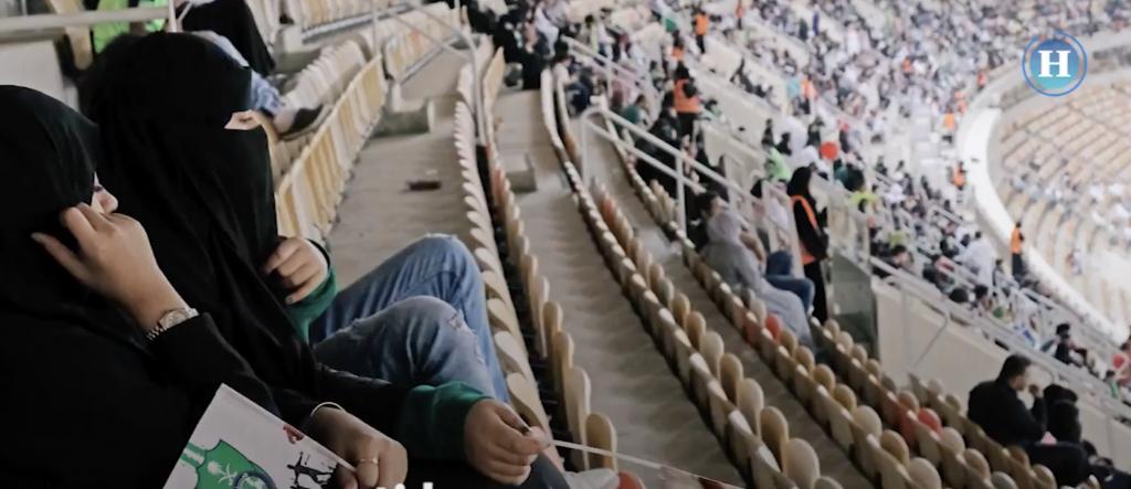 Mujeres en Arabia Saudita asistieron por primera vez a un partido de futbol