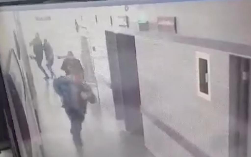 Grupo armado irrumpe en hospital y asesina a dos en Guanajuato