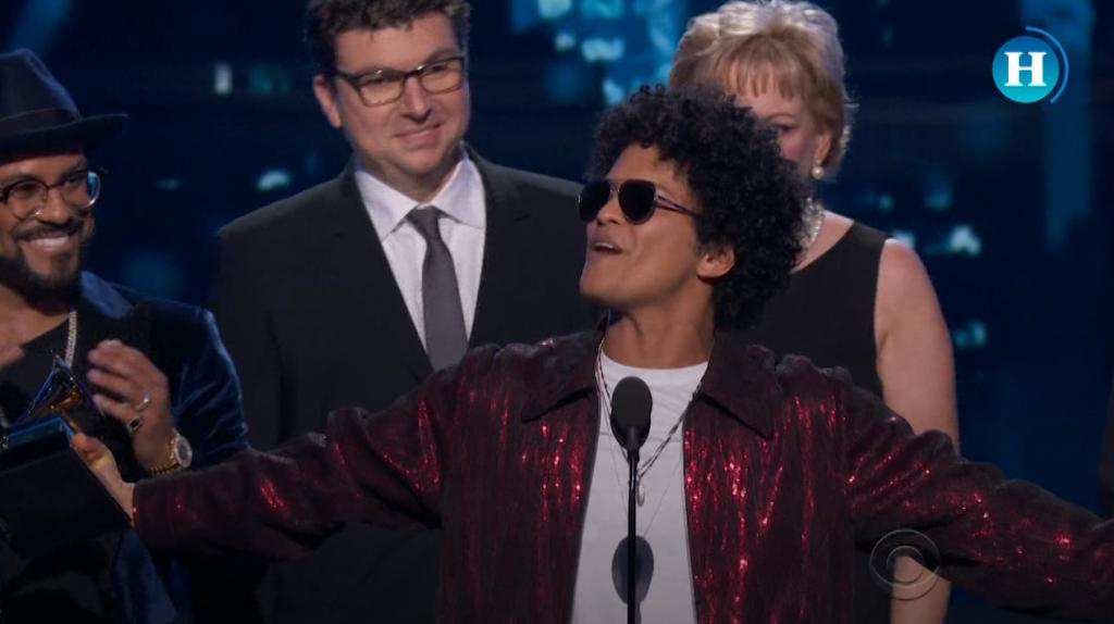 Bruno Mars arrasa en los premios Grammy a lo mejor de la música