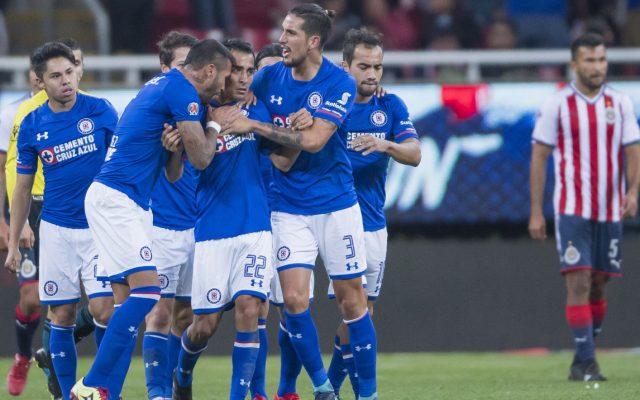 Cruz Azul vino de atrás para remontar un partido en el que Chivas era mejor y los cementeros consiguieron su primera victoria ganando 3-1 a Guadalajara