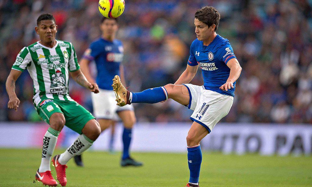Cruz Azul sigue cosechando abucheos y rechiflas en su estadio al empatar sin goles con el León, dentro de la fecha 3 de la Liga MX