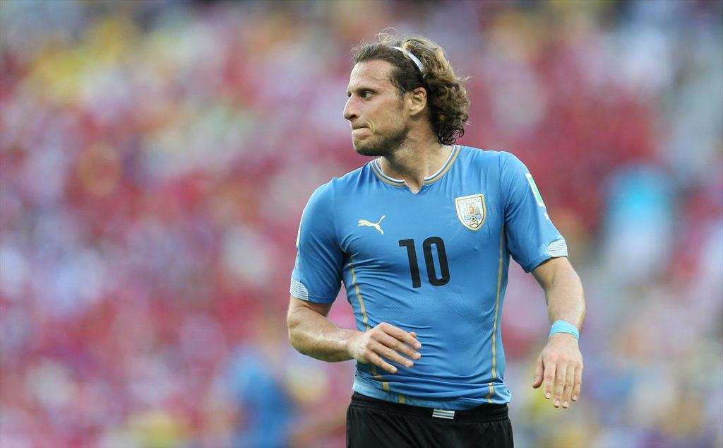 Luego de una temporada de inactividad, el veterano goleador uruguayo Diego Forlán jugará con el Kitchee SC de Hong Kong