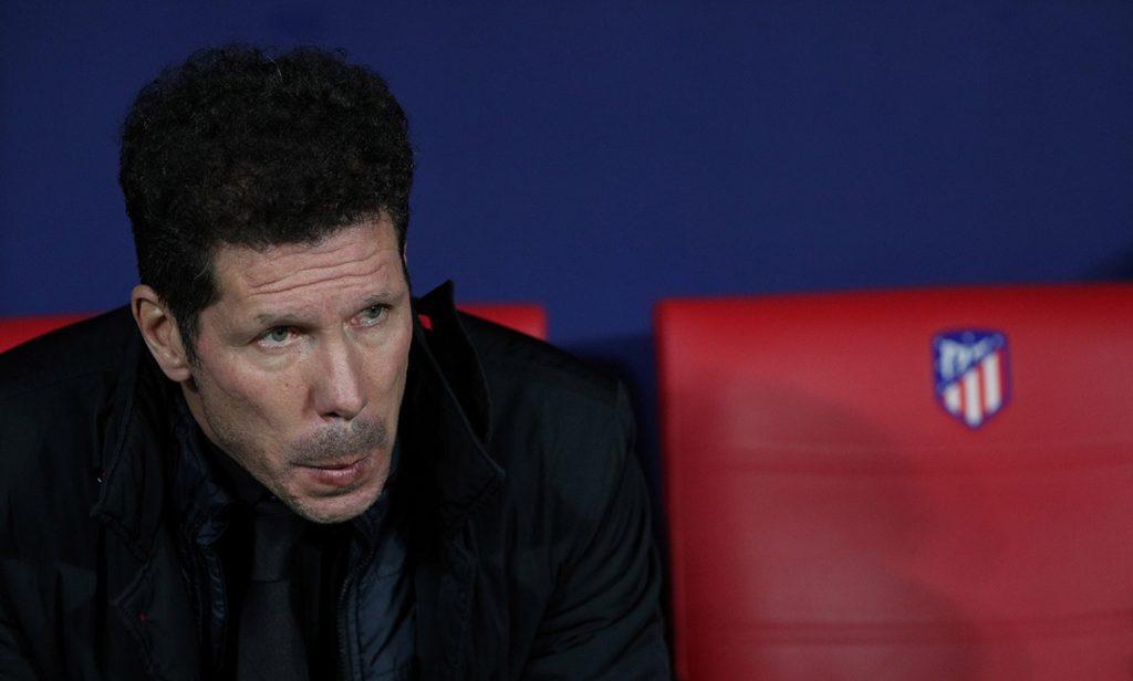 El técnico del Atlético de Madrid, Diego Simeone, fue suspendido tres partidos tras la expulsión en el duelo de su equipo con el Sevilla, en la Copa del Rey