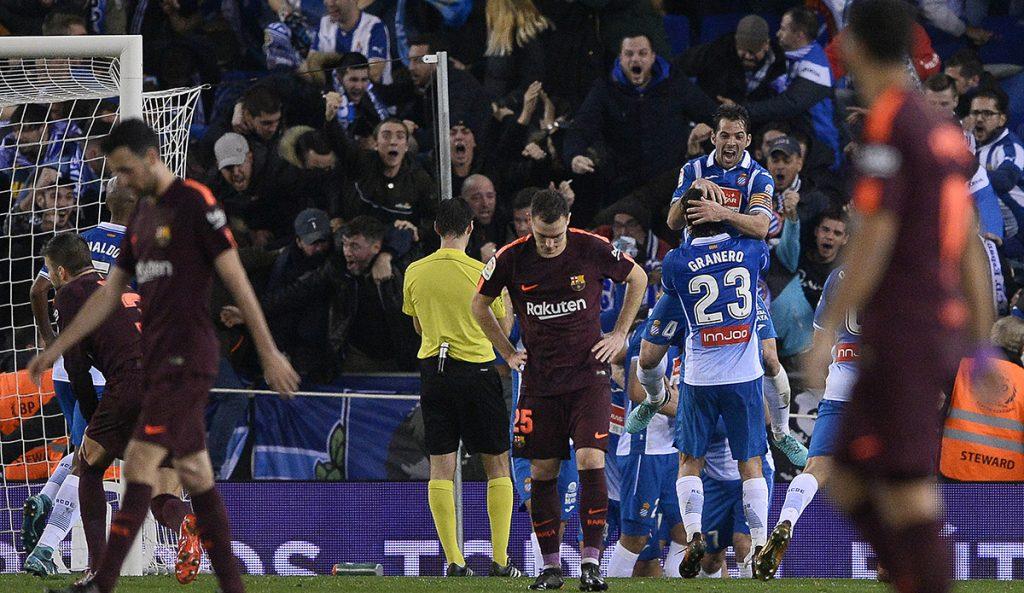 Con gol de último minuto y penalti fallado de Messi, el Espanyol venció 1-0 al Barcelona en la ida de cuartos de final de la Copa del Rey