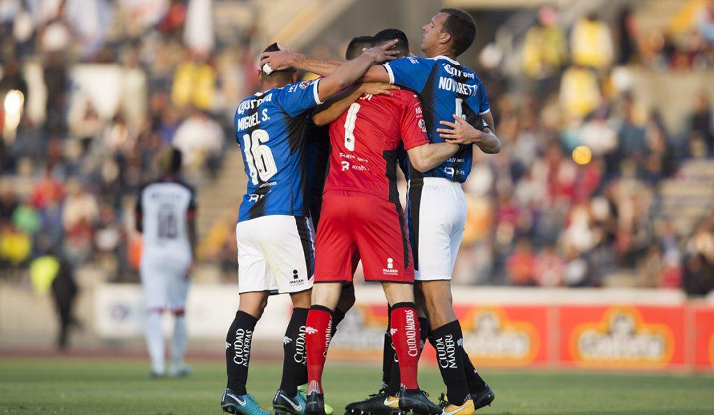 Los Gallos Blancos del Querétaro vencieron 0-2 a Lobos BUAP en Puebla, en duelo directo por la permanencia en el máximo circuito