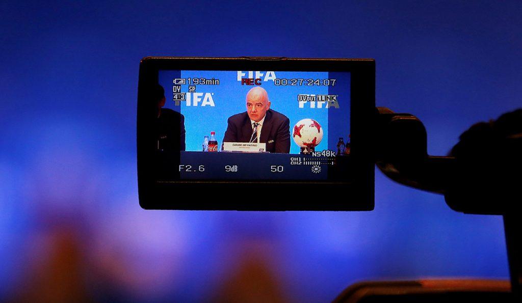 Gianni Infantino, presidente de la FIFA, quiere que el arbitraje con videoasistencia sea utilizado en la Copa del Mundo de Rusia