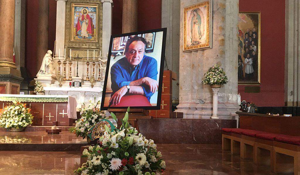 En su cuarto aniversario luctuoso, la familia boxística se reúne para recordar al legendario José Sulaimán, en una misa en la antigua Basílica de Guadalupe
