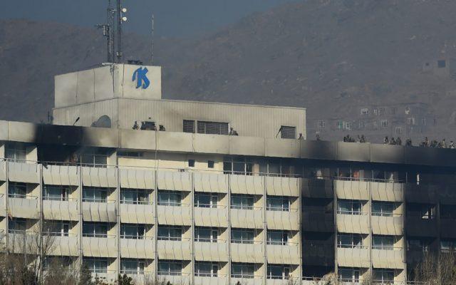 El lujoso Hotel Intercontinental de Kabul fue atacado por los insurgentes dejando al menos 7 muertos y otros siete heridos