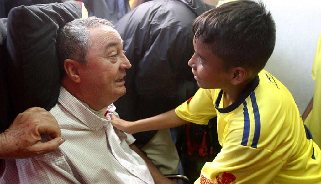 El entrenador colombiano Luis Fernando Montoya, que quedara cuadrapléjico tras un asalto, volvió a dirigir, ahora a un equipo infantil