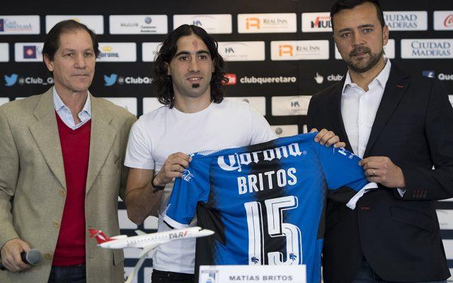 El delantero uruguayo Matías Britos se convirtió en refuerzo de los Gallos Blancos del Querétaro; regresa al futbol mexicano por los próximos dos años