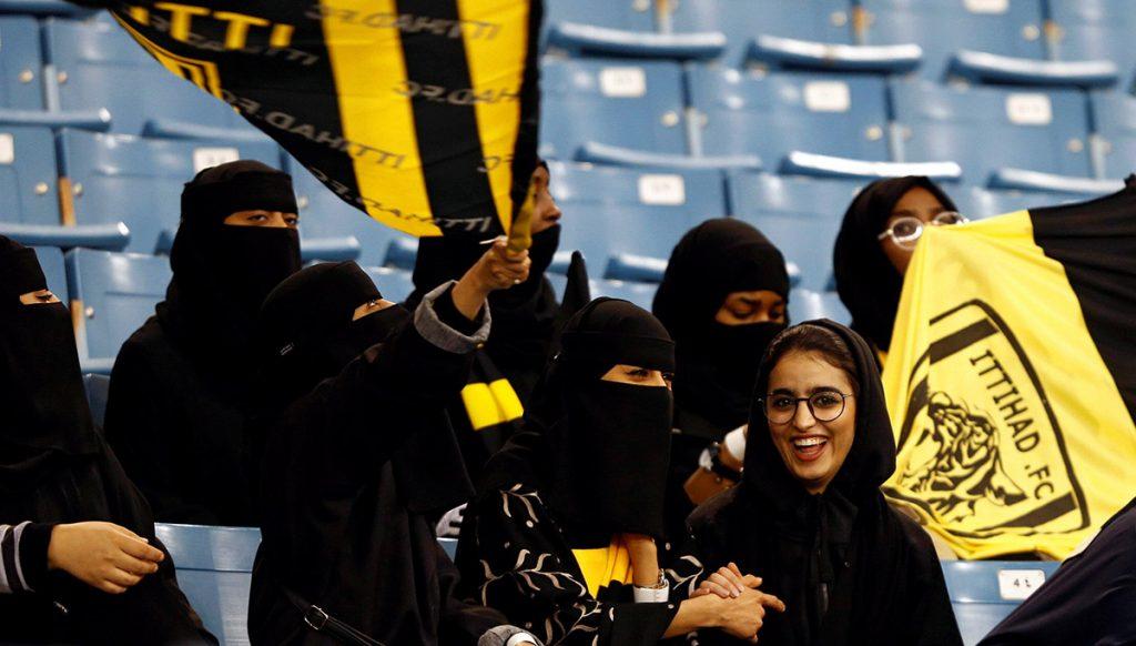 El pasado viernes, las mujeres en Arabia Saudita pudieron entrar por primera vez a un estadio para presenciar un partido de futbol