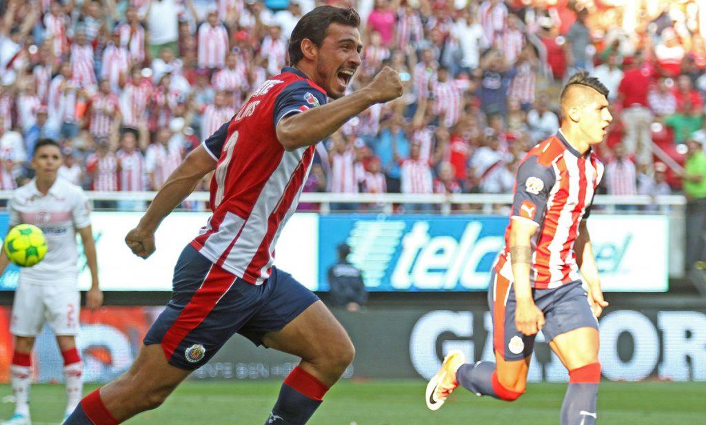Oswaldo Alanís y las Chivas Rayadas del Guadalajara llegaron a un acuerdo para que el zaguero juegue en el Clausura