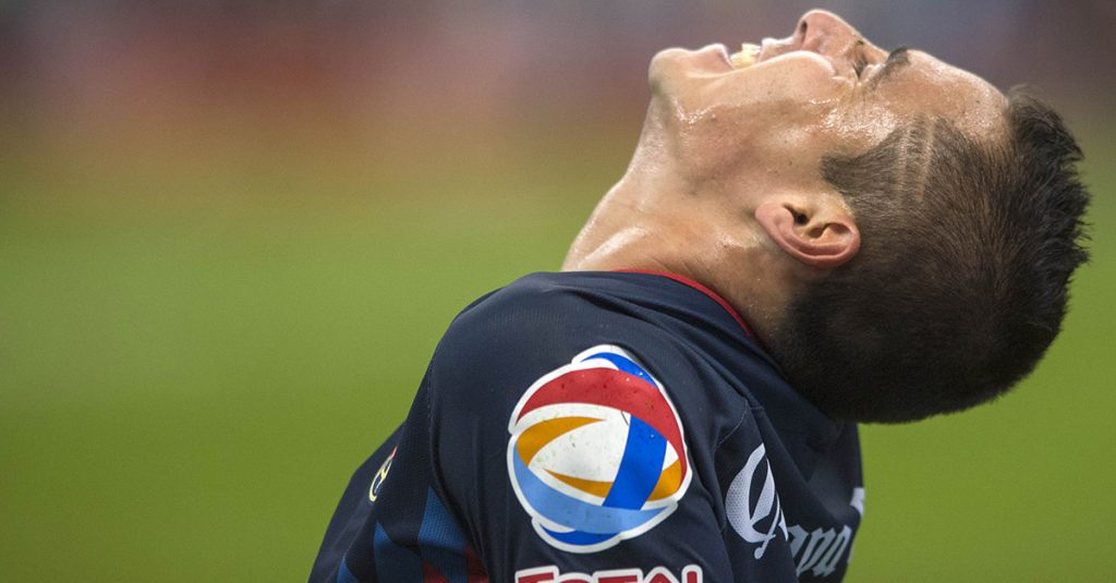 El defensa Paul Aguilar sufre desgarre en la pantorrilla izquierda y no podrá jugar en el clásico capitalino contra Pumas el domingo