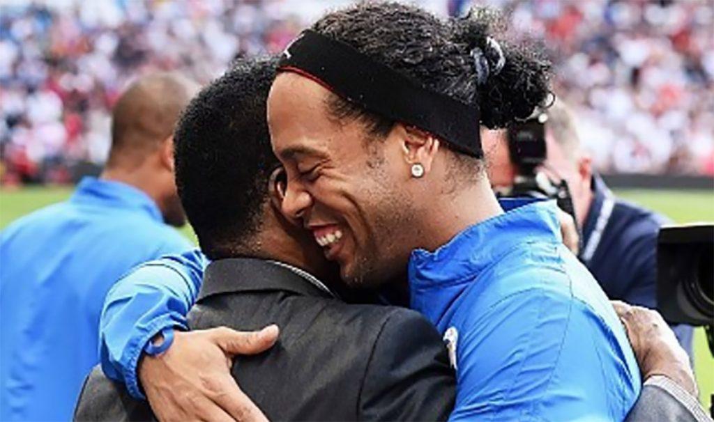 Edson Arantes Do Nascimento se unió a las muestras de admiración y agradecimiento a Ronaldinho, tras conocerse su retiro