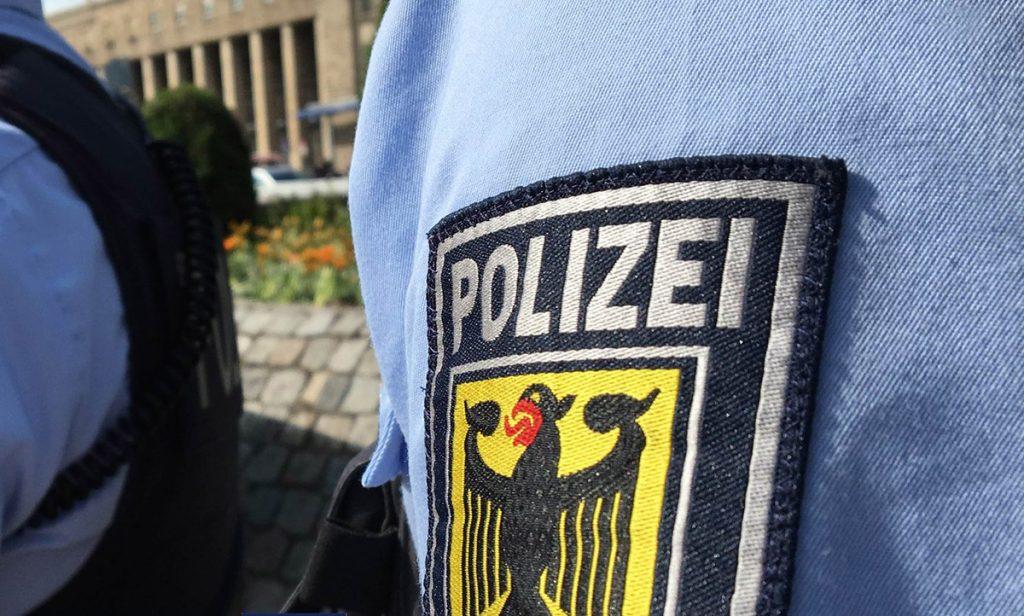 La policía de Baden-Württemberg arrestó a la madre, su pareja sentimental y cuatro hombres acusados de abusar del menor de 9 años