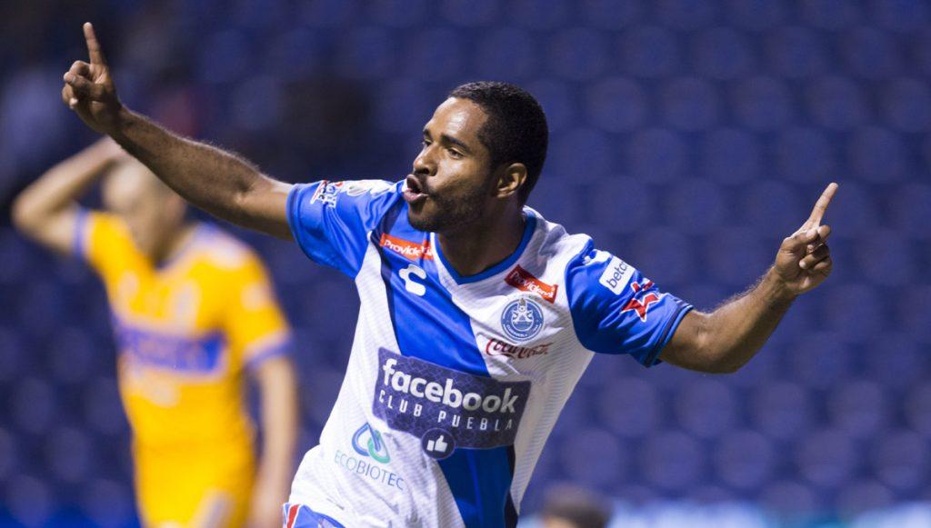 Con goles de Brayan Angulo y Francisco Acuña, Puebla venció 2-1 al campeón Tigres en el arranque del Clausura 2018