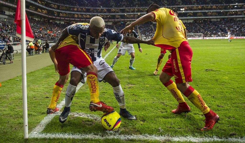 Con un penal de último minuto, Monarcas Morelia igualó 1-1 a Rayados del Monterrey, en el arranque del torneo mexicano